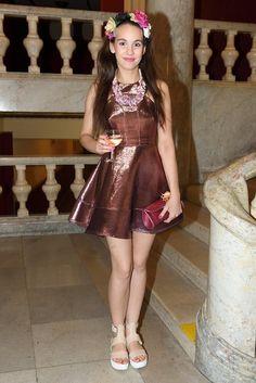 Herečka z Ulice se vyletnila. Do Velkého sálu pražské Lucerny nakráčela v šatech s krátkou sukénkou.