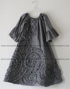 LillyAnnaKids Grey Ruffled Rosette Swing Dress Girls on Etsy. Girls Dresses Sewing, Little Girl Dresses, Vintage Girls Dresses, Baby Dress Design, Blog Couture, Girl Dress Patterns, Little Fashionista, Baby Sewing, Kids Wear