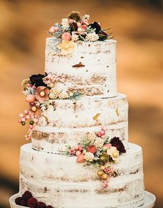 rustic naked cakes perfect for fall weddings