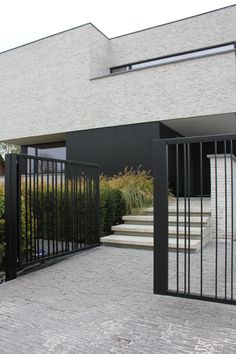 oktober 2018 – Project W & L Modern Brick House, Modern House Facades, Modern House Design, Contemporary Design, Modern Exterior, Exterior Design, Gate Design, Design Art, Facade House