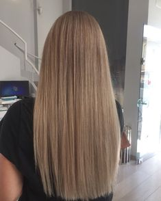 Golden Blonde Balayage for Straight Hair - Honey Blonde Hair Inspiration - The Trending Hairstyle Brown Blonde Hair, Light Brown Hair, Dark Hair, Dark Blonde Hair, Blondish Brown Hair, Light Brunette Hair, Honey Blonde Hair Color, Blonde Makeup, Hair Colour