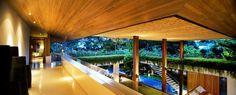 #Porche #Terraza #tropical #decoracion via @planreforma #barandillas #madera