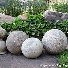 DIY Concrete Garden Spheres.  #Yard&Garden #Patio #Porch #Backyard #ConcreteDecor #LawnOrnament #WhatAmericaIsMadeOf
