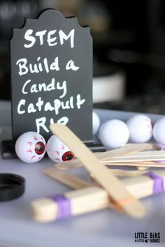 Halloween Popsicle Stick Catapult STEM Activity for Kids. Join us in making this super easy Halloween theme catapult for a cool Halloween STEM activity. It's perfect for our 31 Days of Halloween STEM Countdown! Just a few simple materials and you can set up a super fun experiment and afternoon activity for the kids. Enrichment Activities, Science Activities For Kids, Halloween Activities, Halloween Themes, Kindergarten Science, Catapult For Kids, Popsicle Stick Catapult, Popsicle Sticks, Easy Halloween