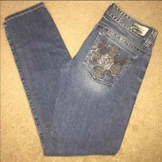 Guess skinny jeans size 30 Guess skinny jeans size 30- I can measure inseam just request but the length is medium Guess Jeans Skinny