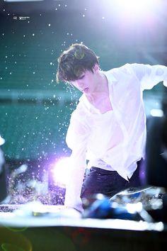 EXO'luXion 150801 : Baby Don't Cry - Sehun (2/2)