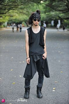 layers, assassin style, black on black