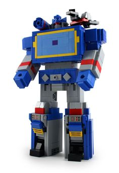 https://flic.kr/p/hMM18v | G1 Soundwave & Laserbeak | I wanted to try doing some classic G1 Transformers as they appeared on the original animated series. Since Soundwave is the best Transformer ever, I started with him.