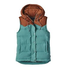Defy capricious conditions with the Bivy Hooded Down Vest, a versatile workhorse for trail slogs or raised-bed harvesting. Wind- and water-resistant, it‰۪s made of sturdy, pliable nylon canvas with a