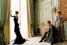 Fashion story, at the Ritz Paris, by Mario Testino for Vogue 2004. By French Trends
