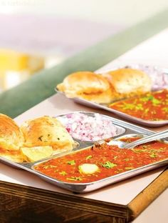 Pav bhaji, none can resist this delectable bhaji served with butter- toasted pavs, chopped onions, tangy lemon wedges and papad. The pressure cooker make sit easy, it overcomes all the shortcomings of the traditional method. Indian Snacks, Indian Food Recipes, Vegetarian Recipes, Cooking Recipes, Curry Recipes, Potato Recipes, Mumbai Street Food, Indian Street Food, Pav Bhaji Masala
