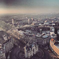 Porte de Paris & toits gelés #Lille #Lillemaville #lillelifestylemag #hello_france #super_france #france4dreams #france_focus_on #france_vacations #unlimitedfrance #iphotofr #ok_europe #ok_streets #besteuropephotos #kings_alltags #igers_opengallery #visitlafrance #exclusive_france #super_europe #loves_europe #loves_france_ #loves_france #ig_france #ig_europe #ig_worldclub #great_captures_france #greatest_shot #hello_worldpics #jaimelafrance #passionpassport #rooftop