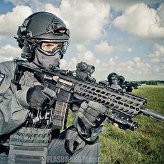 SCO19 CTSFO assaulters ⚔️🇬🇧 #SCO19 #CTSFO #XIX #SpecialistFirearmsCommand #MetropolitanPolice #ScotlandYard @flashbang_magazine Special Forces, Firearms, Police, Magazine, Weapons, Military Guns, Law Enforcement, Magazines, Revolvers