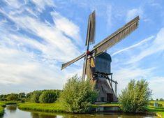 Het Land van Heusden was vroeger een belangrijke streek in het huidige Noord-Brabant, met als hoofdplaats vestingstad Heusden. Tegenover deze stad, aan de … Utility Pole, Wind Turbine
