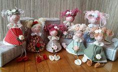 Eccomi... con un post a cui tengo particolarmente, dedicato alla realizzazione di queste dolci pigottine che ho utilizzato come bomboniera p... Doll Crafts, Sewing Crafts, Doll Toys, Baby Dolls, Bazaar Crafts, Sweetest Day, Fabric Dolls, Christmas Inspiration, Holidays And Events