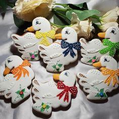 Húsky s mašličkou , Veľkonočné medovníky, Autor: Medovníčky od Aďky Farm Cookies, Gourmet Cookies, Iced Cookies, Easter Cookies, Royal Icing Cookies, Cupcake Cookies, Sugar Cookies, Easter Biscuits, Gingerbread Decorations