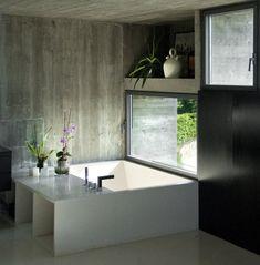 Blumenablage und Sitzfläche mit Stauraum
