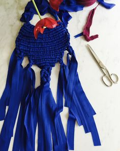 blue macrame necklace by Sara Pierazzuoli, pom-pom.me, https://www.etsy.com/it/shop/pompomfromflorence