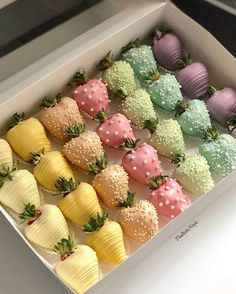 Adorable and tasty 😋 ⠀⠀ What chocolate🍓🍓🍓do you like more? Cute Food, Yummy Food, Kreative Desserts, Chocolate Covered Treats, Pretty Birthday Cakes, Chocolate Covered Strawberries, Strawberry With Chocolate, Strawberry Cake Pops, Strawberry Ideas