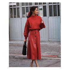 """2,175 Me gusta, 36 comentarios - Sfera (@sferaofficial) en Instagram: """"Sundays in red. #sfera #woman #streetstyle"""""""