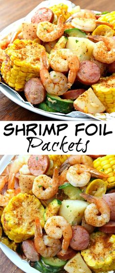 Shrimp Foil Packets - The easiest dinner you'll ever make and perfect for summer. These Shrimp Foil Packets are packed full of shrimp, potatoes, veggies and spices. They're easy to make and taste great - the perfect summer dinner! Foil Packet Dinners, Foil Pack Meals, Foil Dinners, Shrimp Foil Packets Oven, Oven Shrimp, Baked Shrimp, Oven Chicken, Cajun Shrimp, Grilling Recipes