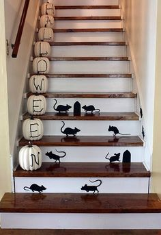 Next Halloween! Decor for Halloween staircase. Halloween Party Decor, Cute Halloween, Holidays Halloween, Halloween Pumpkins, Halloween Crafts, Holiday Crafts, Holiday Fun, Halloween Ideas, Holiday Ideas