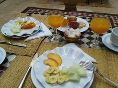 Ontbijt met vers fruit, jusdorange,