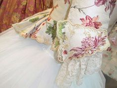 Manga Victorian Costume, Costumes, Costume Ideas, Floral Tops, French Lady, Clothes, Vintage, Women, Fashion