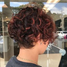 Natural red hair is breathtaking. It is a color that can't be replicated and makes short hair look stunning and unique. Although some of us aren't bor... Undercut Curly Hair, Curly Pixie Haircuts, Curly Lob, Short Curly Hairstyles For Women, Curly Hair Cuts, Undercut Hairstyles, Curly Hair Styles, Red Hairstyles, Natural Red Hair