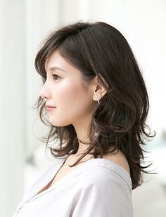 Pin on hair Medium Layered Hair, Medium Hair Cuts, Medium Hair Styles, Curly Hair Styles, Hair Color Asian, Asian Hair, Permed Hairstyles, Japanese Hairstyle, Perms