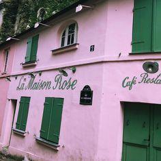 """330 mentions J'aime, 24 commentaires - ☾DAMY☽⠀Influencer (@gamine__de__paris) sur Instagram: """"La vie en rose c'était Magic 💕  #lifestyleblogger #bloggerlife #paris"""""""