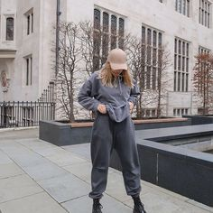 Oversized everything always 🐘 #Regram via @CK9YWyBHjST Winter Fits, Winter Fashion, Normcore, Profile, Street Style, Photo And Video, Fitness, Instagram, Winter Fashion Looks