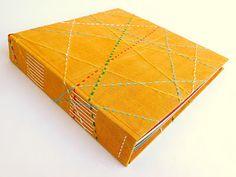 álbum de fotografia  capa em tecido pintado e bordado a mão