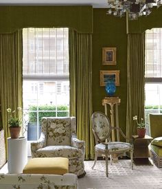 Mossy green velvet lines the walls and the windows of Veere Grenney's London townhouse. Love the subtle mix of tonal chintz on the chairs. The touches of gold gilt and the shock of the turquoise vase. Custom Canopy, Custom Sofa, Design Salon, Deco Design, Interior Exterior, Interior Design, London Townhouse, Living Spaces, Living Room