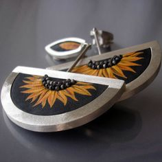 India Jewelry, Jewelry Art, Jewelry Design, Ear Cuffs, Designer Earrings, Tatoos, Jewerly, Cufflinks, Pure Products