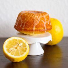 Zitronenkuchen mit Joghurt // Rezept auf meinem Blog ofengefluester.de
