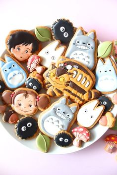 wow, so cute! My neighbor Totoro icing cookies. Mein Café, Poses References, Ghibli Movies, Cute Desserts, My Neighbor Totoro, Cute Cookies, Iced Cookies, Aesthetic Food, Cute Food
