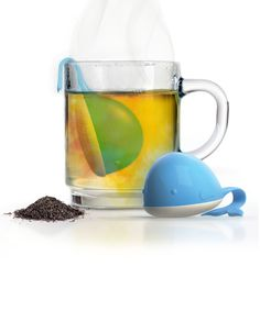 Let this whale swim around your cup while it infuses the water with the loose-leaf tea inside. Its tail hangs over the rim to keep it from sinking to the bottom.