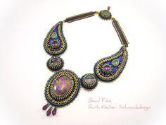 Perlenstickerei Paisley Schmuck, Statement Halskette, Dichroic Glas  Cabochons, orientalischer Schmuck, lila türkis 56bce72fa8