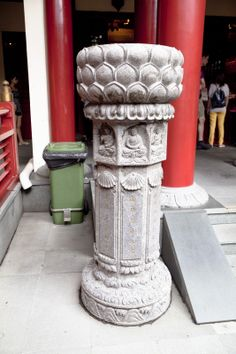 Buddha Tooth Relic Temple - Column.