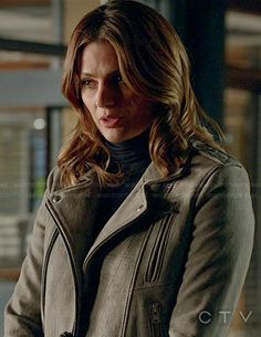 Beckett's light grey leather moto jacket on Castle.  Outfit Details: http://wornontv.net/44284/ #Castle