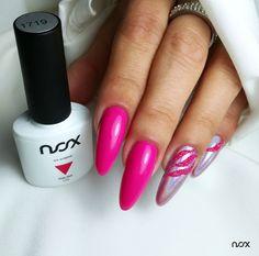 Jeżeli lubisz błyszczeć i zachwycać, Malina jest stworzona właśnie dla Ciebie - szczególnie w połączeniu z efektem holo! Prawda że wygląda zjawiskowo? 💖  #nails #nail #nailsart #nailart #nailsartist #nailartist #pinknails #holonails #summernails #nails2inspire #nailsinspirations #nailsdesign #nailsoftheday #mani #manicure #manicurehybrydowy #paznokcie #paznokciehybrydowe #paznokcieżelowe #różowepaznokcie #malinowepaznokcie #paznokcieholo #hybrydy #hybryda #pazurki Nailart, Manicure, Beauty, Nail Bar, Beleza, Nail Manicure, Manicures