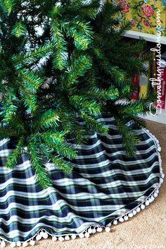 DIY Christmas Tree Skirt - How to sew a tree skirt with fleece lining and pom pom trim