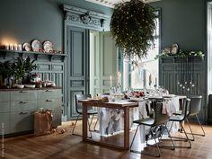 Vi håller fast i julens gröna färger för ett pampigt men avslappnat nyårsfirande. Blanda upp med silver och vitt för en lugn och skön övergång till 2017.