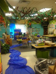 this is actually what my kindergarten class room looked like i miss that teacher. Rainforest Classroom, Dinosaur Classroom, Jungle Theme Classroom, Rainforest Theme, Classroom Decor Themes, Classroom Setup, Classroom Design, Classroom Displays, Kindergarten Classroom