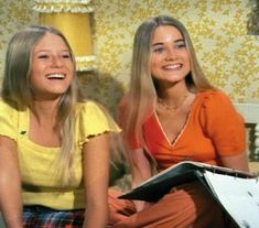 Marcia and Jan Brady - The Brady Bunch Brady Family, Brady Kids, Family Tv, Ann B Davis, Marsha Brady, Style 70s, Eve Plumb, Maureen Mccormick, Birth Order