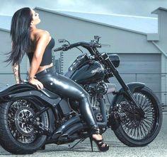 Harley Davidson Italia, Harley Davidson Chopper, Lady Biker, Biker Girl, Chicks On Bikes, Dirt Bike Girl, Girl Bike, Hot Bikes, Bike Style