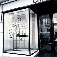 Chanel Bond Street #chanel #storewindows #vm #visualmerchandising #merchandising #retaildisplay #vmdaily Pic by @thenudestylist