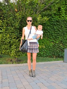 It doesn't take much to re-create this 'fashionable mom' look