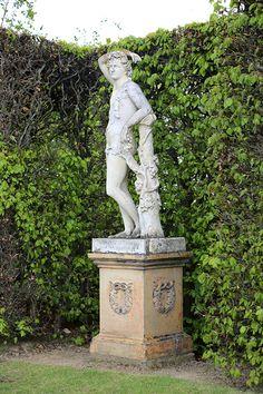Gestaltungsbeispiel aus einem faszinierend-englischen Garten, weitere Impressionen auf www.country-garden.de